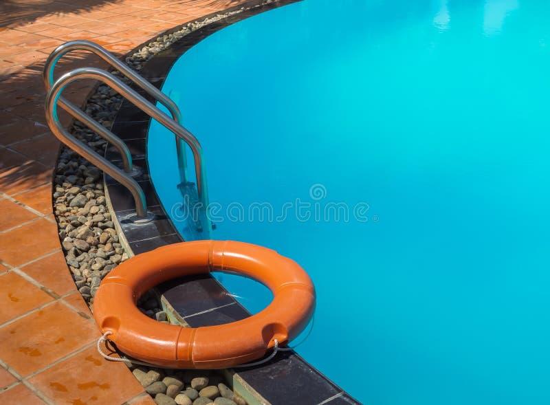 L'eau et parapluies photographie stock
