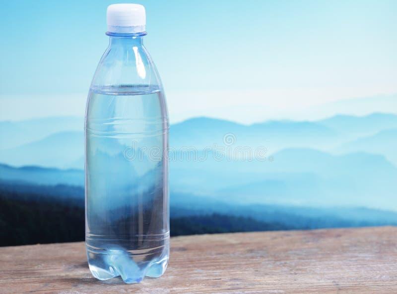L'eau minérale photographie stock libre de droits