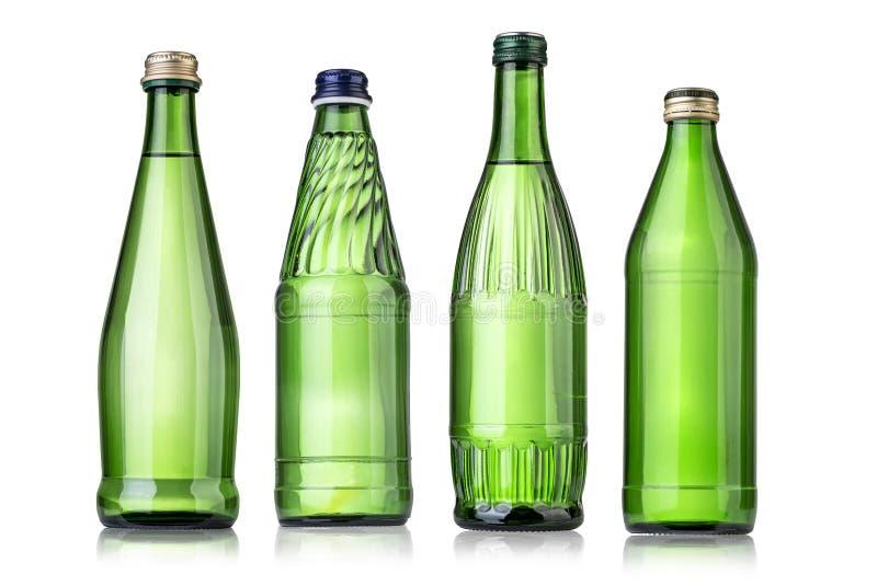 L'eau minérale en verre bottle photographie stock libre de droits