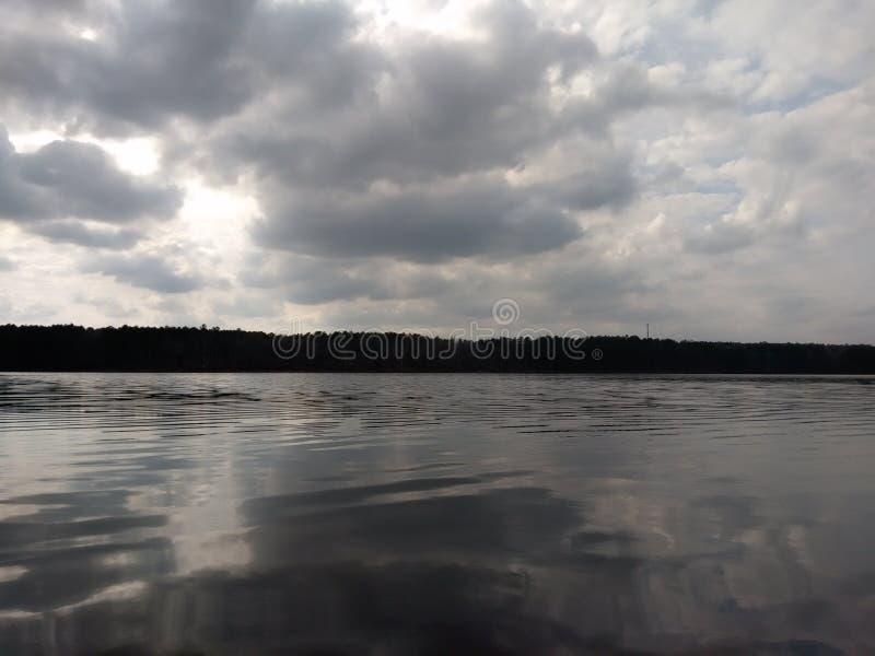 L'eau orageuse photographie stock libre de droits