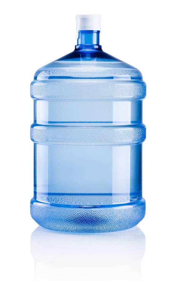 L'eau potable de grande bouteille en plastique sur le fond blanc photo libre de droits