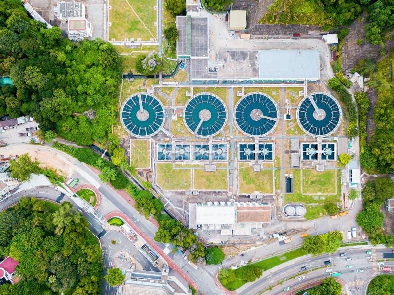 L'eau réutilisant dans la grande station d'épuration images libres de droits