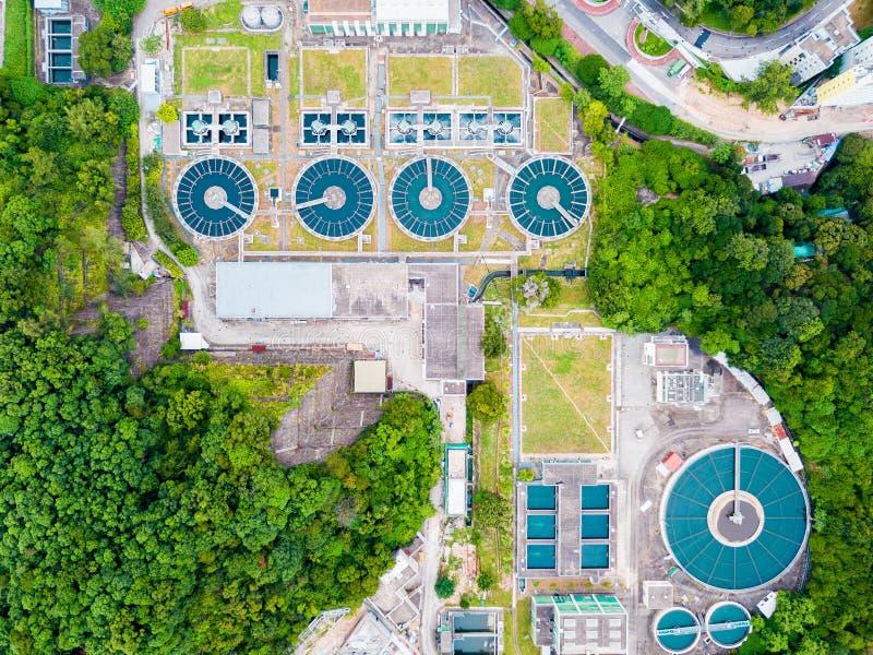 L'eau réutilisant dans la grande station d'épuration photo libre de droits