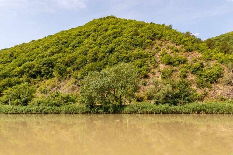 L'eau sale en rivière après une douche image stock