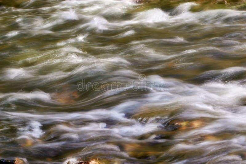 L'eau se précipitante photos stock