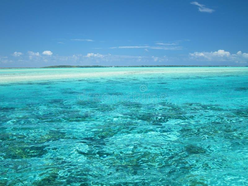 L'eau tropicale de lagune image stock