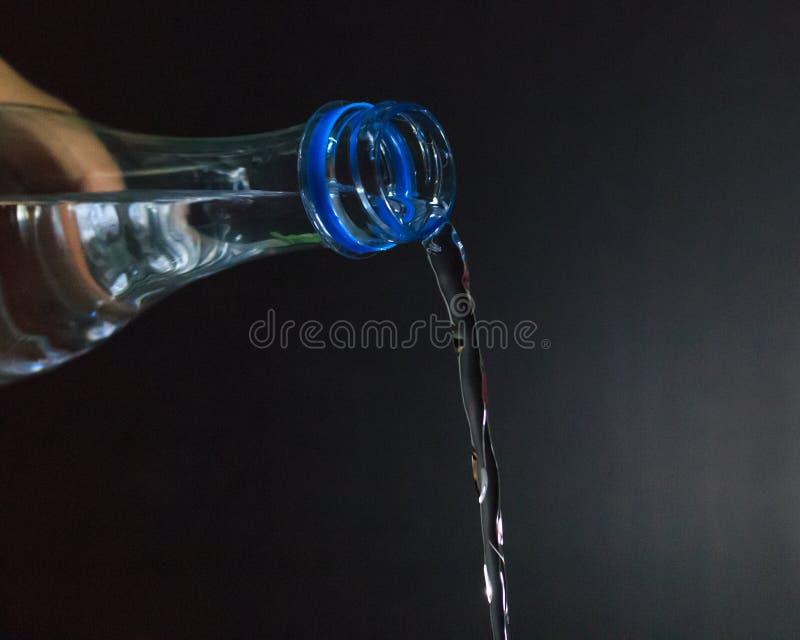 Download L'eau versait photo stock. Image du santé, fond, objet - 76078392