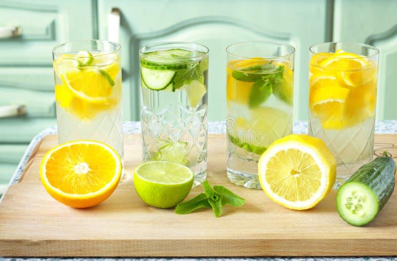 l'eau Vitamine-enrichie photographie stock libre de droits