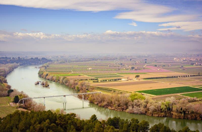L'Ebro, Espagne, passant près du ` Ebre de Mora la Nova et de Mora d photos stock