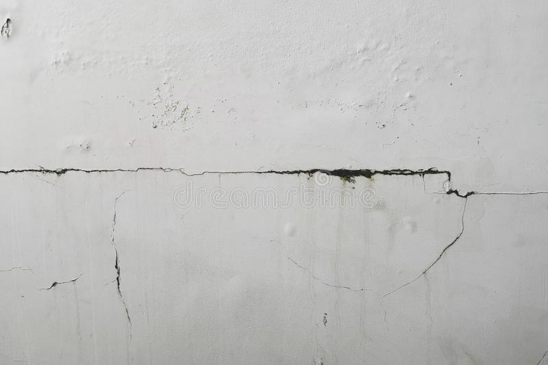 L'eccessiva umidità può causare la parete della pittura della sbucciatura e della muffa, quali le perdite dell'acqua piovana o le fotografia stock libera da diritti