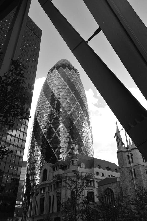 30 l'edificio della st Mary Axe conosciuto come il cetriolino, ? un grattacielo commerciale a Londra immagini stock