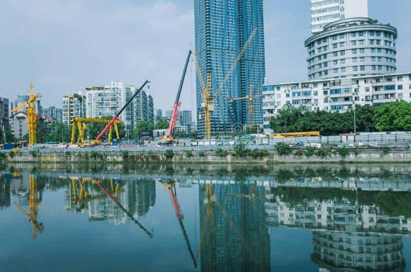 L'edificio urbano a Chengdu, costruisce una ferrovia immagine stock libera da diritti