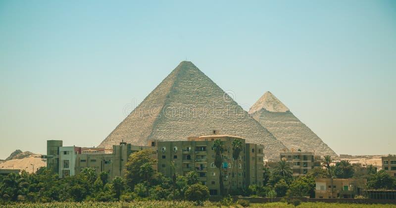 L'Egitto, Il Cairo; 19 agosto 2014 - le piramidi egiziane a Il Cairo L'arco del tempio fotografia stock libera da diritti