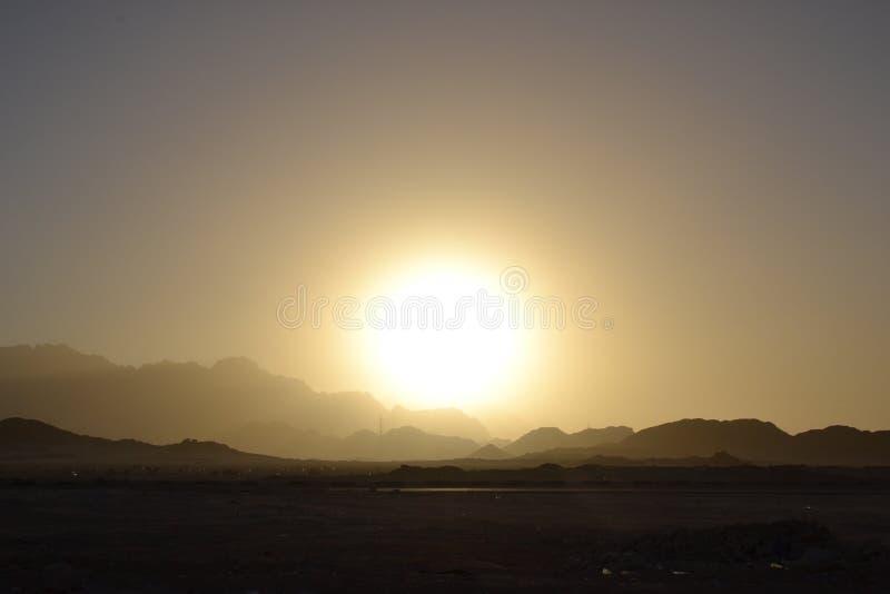 L'Egypte, montagnes de lever de soleil de désert photographie stock