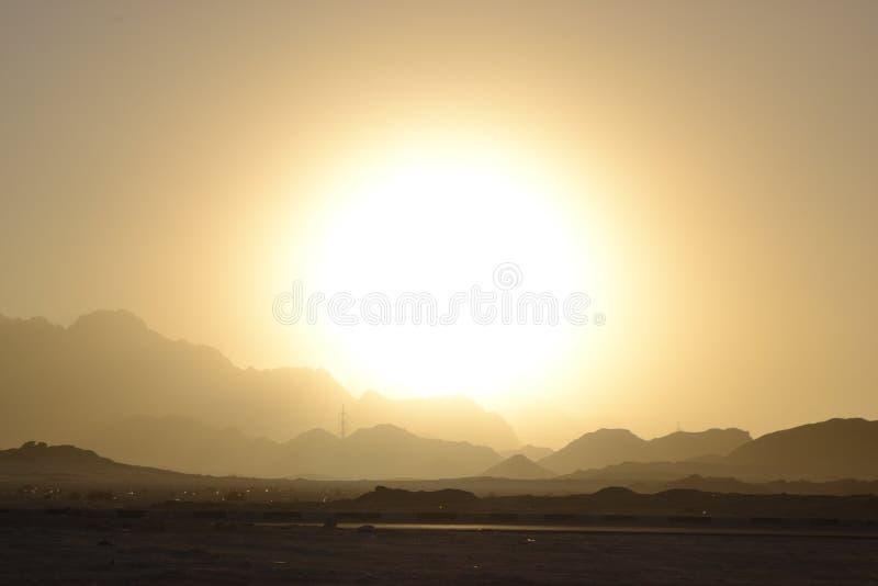 L'Egypte, montagnes de lever de soleil de d?sert photographie stock libre de droits