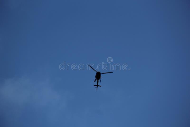 Elicottero E Libellula : L elicottero gradisce una libellula fotografia stock