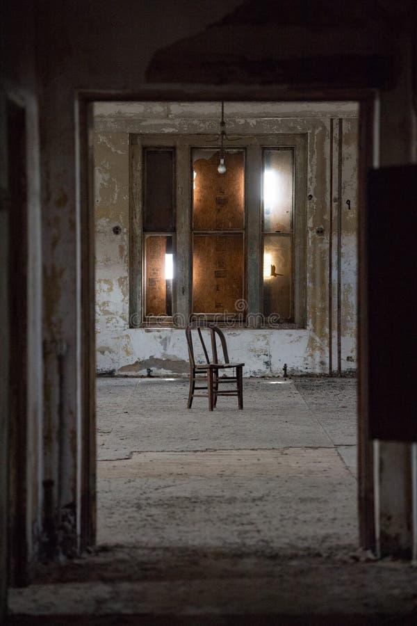 L'Ellis Island ha abbandonato le stanze dell'interno dell'ospedale psichiatrico immagine stock libera da diritti