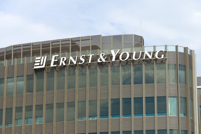 L'emblème d'Ernst & Young photos stock