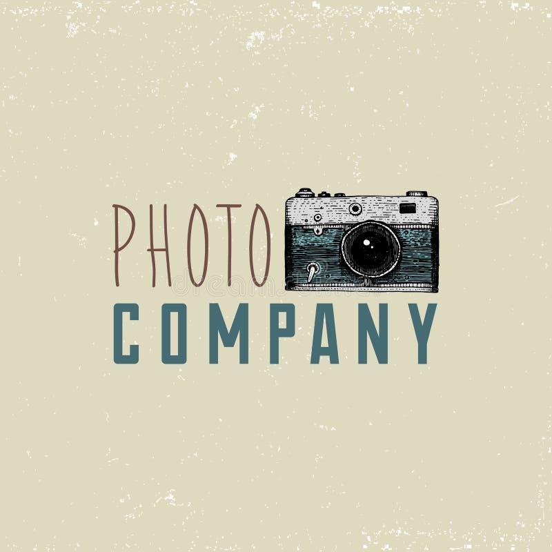 L'emblème de logo de photo ou le label, vidéo, le film, appareil-photo de film d'abord jusqu'maintenant au vintage, a gravé tiré  illustration de vecteur