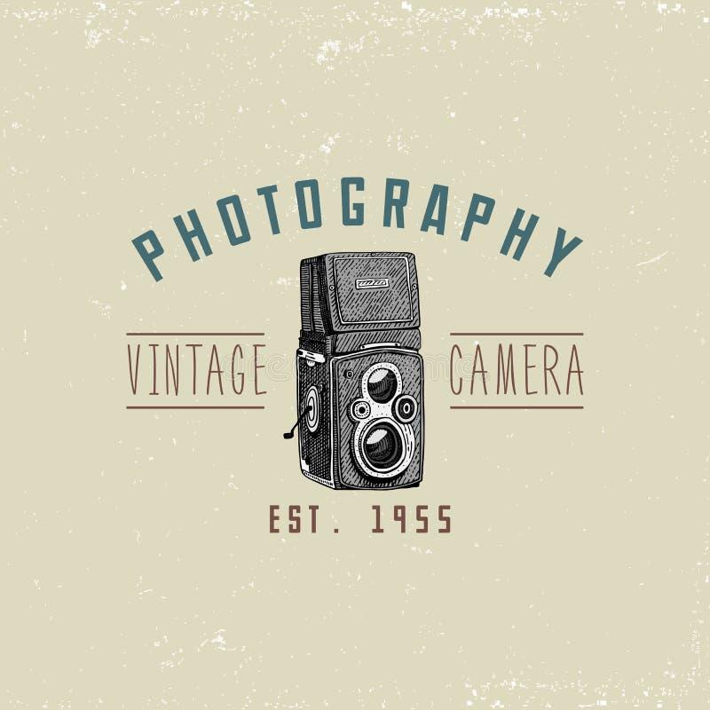 L'emblème de logo de photo ou le label, vidéo, le film, appareil-photo de film d'abord jusqu'maintenant au vintage, a gravé tiré  illustration libre de droits
