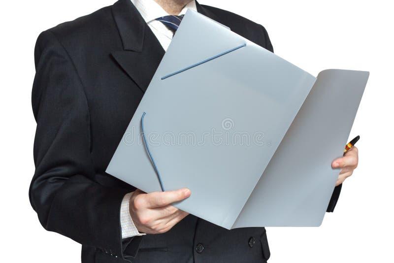 l 39 employ de bureau lit les documents dans un dossier photo stock image 30206760. Black Bedroom Furniture Sets. Home Design Ideas
