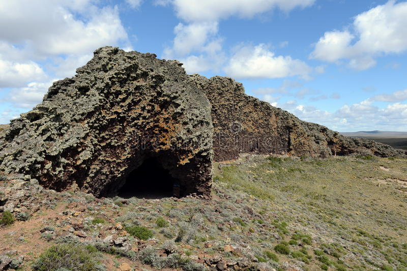 L'endroit habité par les tribus indiennes antiques en parc national Pali Aike images libres de droits