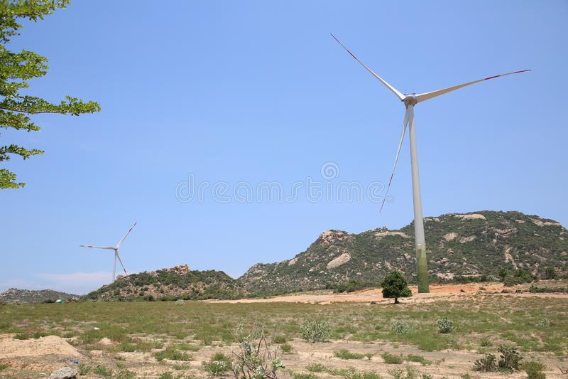 L'energia eolica è stata promossa dalla provincia di Ninh Thuan, richiedente gli investitori attivamente per partecipare all'inve fotografia stock libera da diritti