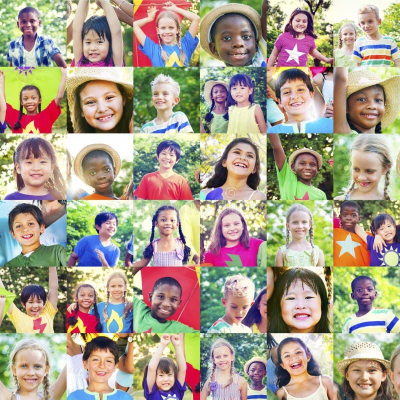 L'enfance d'enfants d'enfant badine le concept espiègle de bonheur images stock