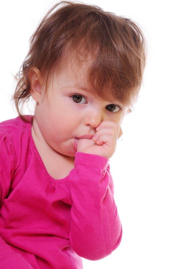 L'enfant aspire son pouce photo libre de droits