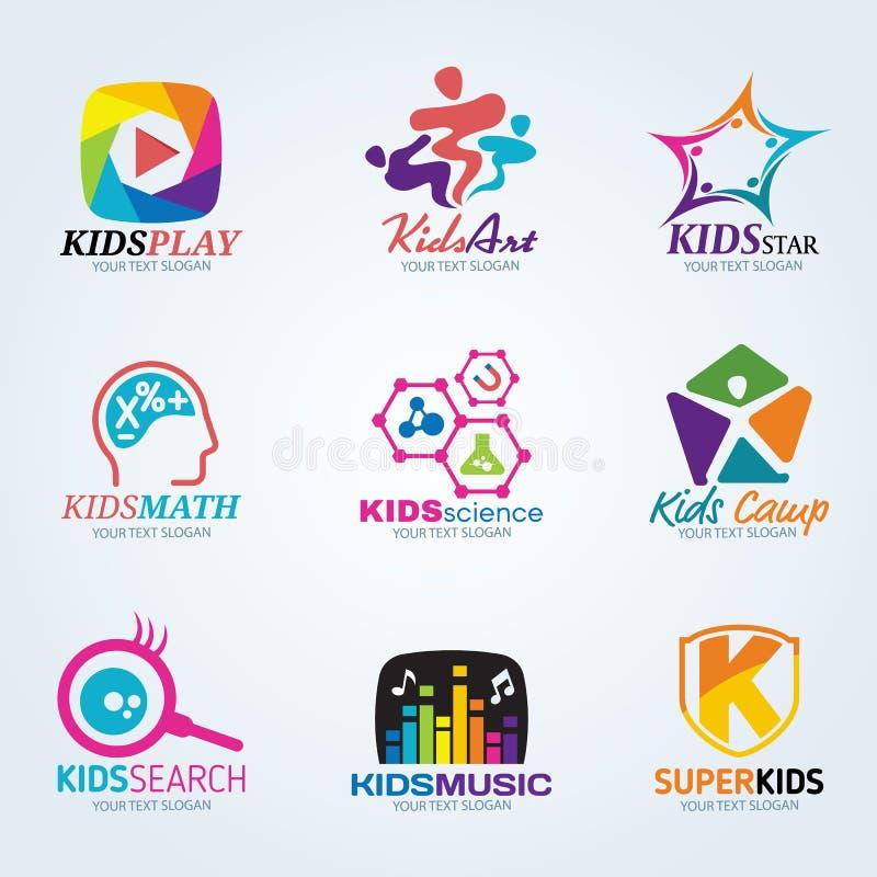 L'enfant d'enfants pour le logo de colonie d'art et de vacances dirigent la scénographie illustration stock