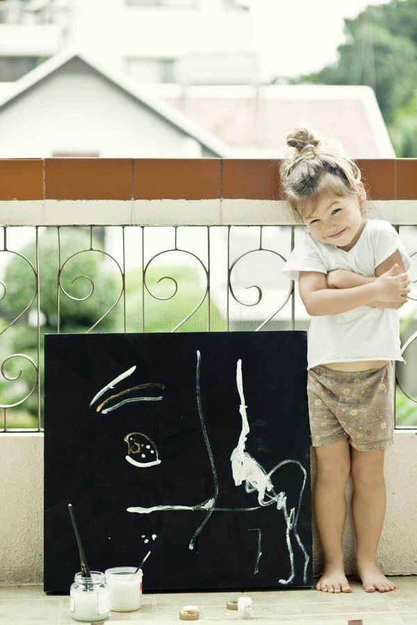 L'enfant dessine une illustration d'acrylique photo libre de droits