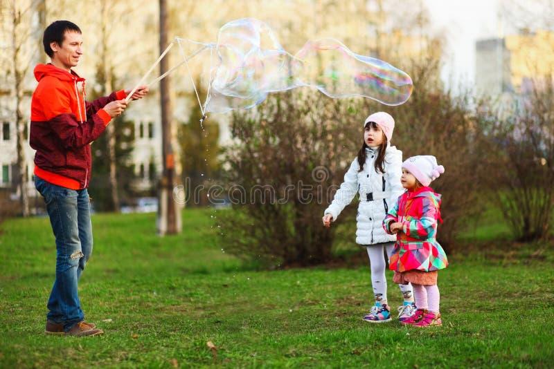 L'enfant heureux photos libres de droits