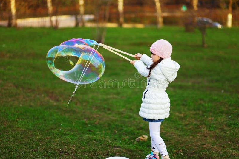L'enfant heureux photographie stock libre de droits