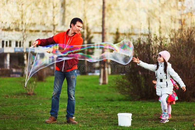 L'enfant heureux photographie stock