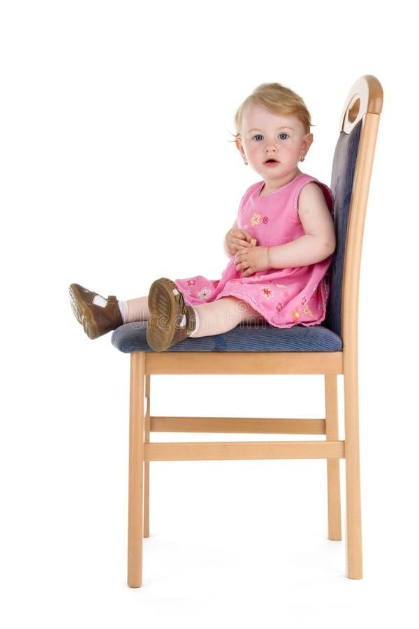 L'enfant s'asseyent sur la présidence photos libres de droits