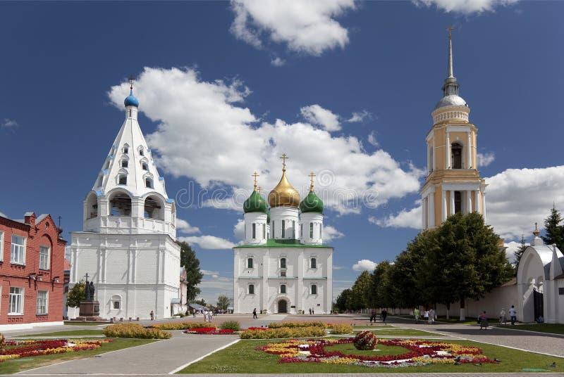 L'ensemble de bâtiments sur la place de cathédrale dans Kolomna Kremlin, région de Moscou, Kolomna photographie stock