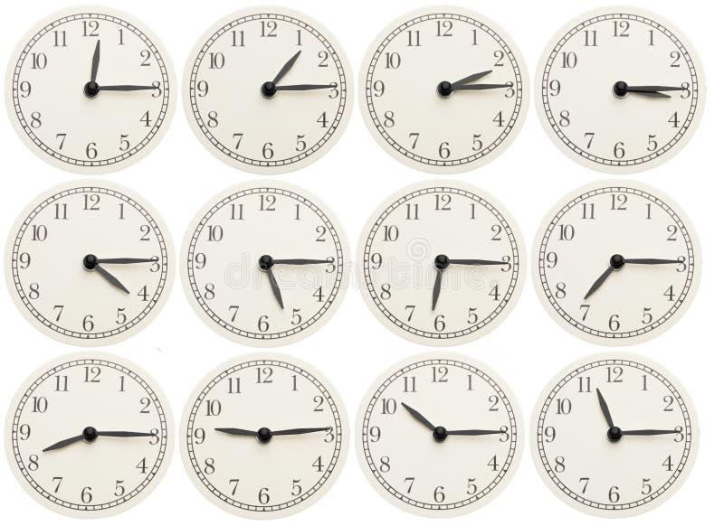 L'ensemble de bureau synchronise montrer le divers temps d'isolement sur le fond blanc images libres de droits