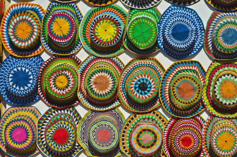 Chapeaux colorés à vendre photos stock