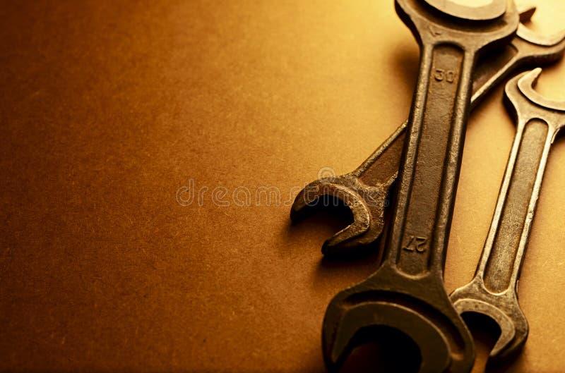 L'ensemble de clés dans une sépia a modifié la tonalité l'image photos stock
