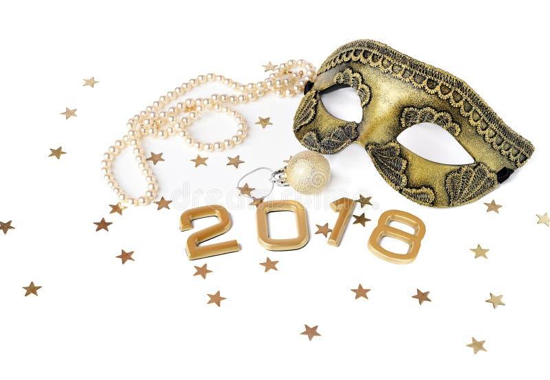 L'ensemble de la nouvelle année 2018 de masque, la boule et la perle perlent Tons d'or images libres de droits