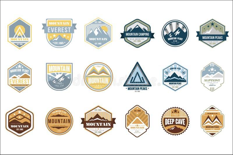 L'ensemble de logo de camping de montagne, alpiniste, crêtes de montagne, de rétros emblèmes et insignes de style de cru de caver illustration libre de droits