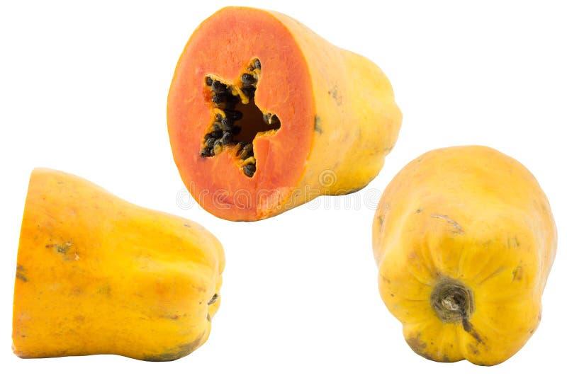 L'ensemble de papaye a découpé la moitié en tranches sur un fond blanc image libre de droits