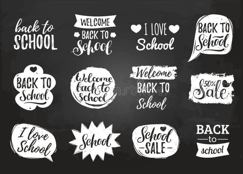 L'ensemble de vecteur de vintage de nouveau à l'école dans le discours comique bouillonne sur le tableau Labels éducatifs avec le illustration de vecteur