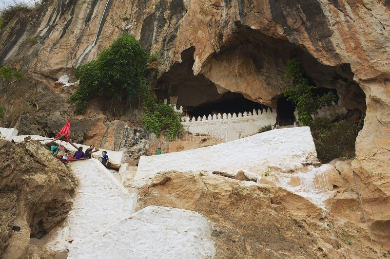 L'entrée au Tham teintent la caverne dans Luang Prabang, Laos photographie stock libre de droits