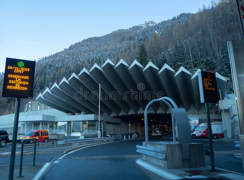 L'entrée au tunnel de Mont Blanc du côté français photos stock