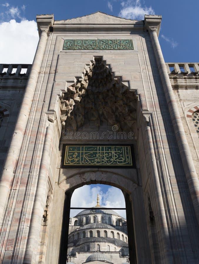 L'entrée bleue de mosquée, Istanbul image stock