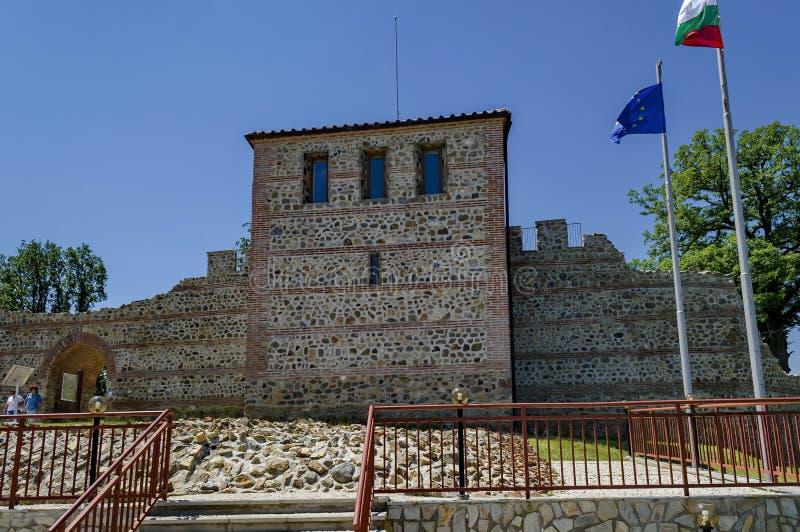 L'entrée intérieure de la forteresse règne dedans ville du Mali image libre de droits