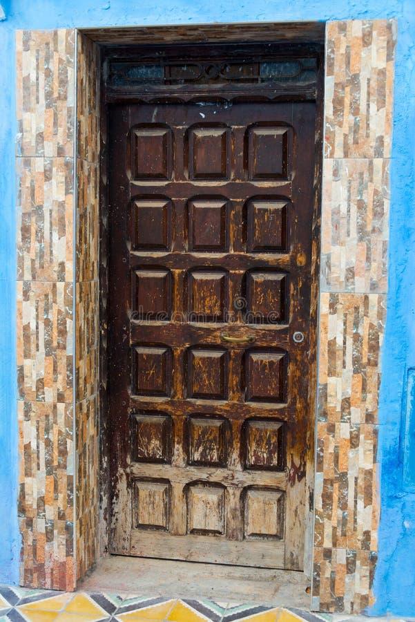 L'entrée principale dans la ville bleue chefchaouen photo stock