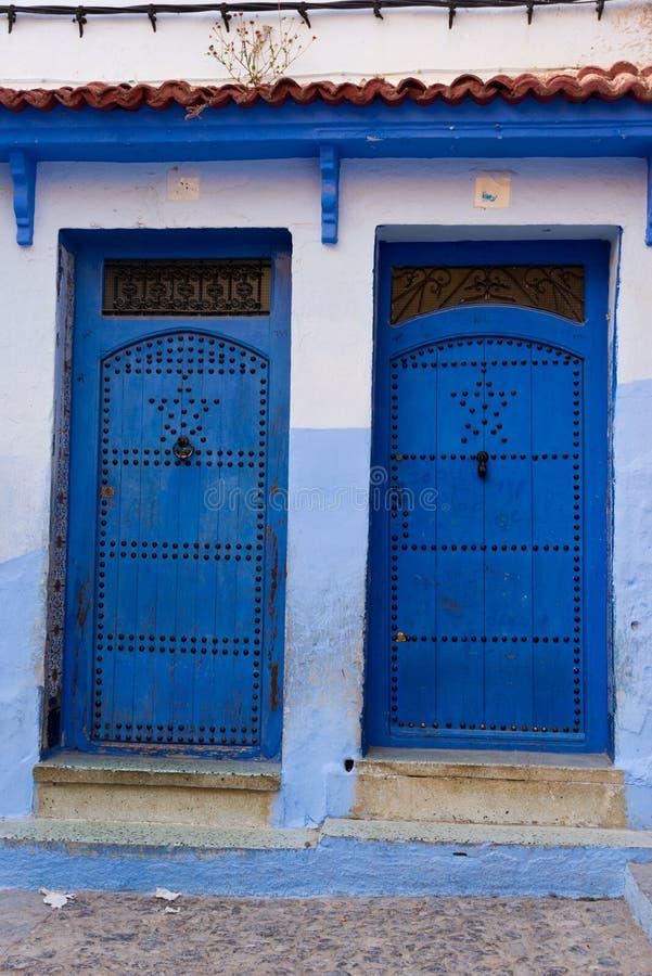 L'entrée principale dans la ville bleue chefchaouen photographie stock