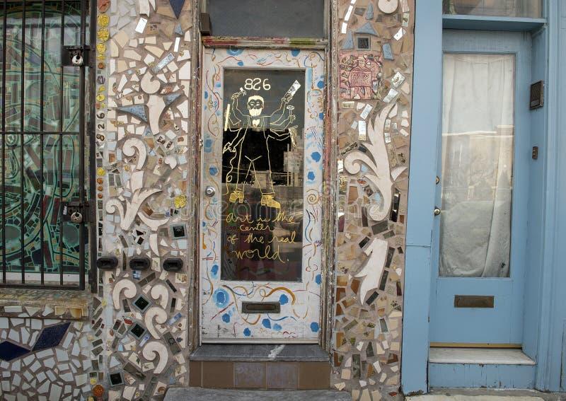 L'entrée principale de la maison d'Isaiah Zagar, Philadelphie photographie stock
